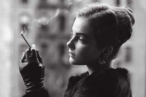 欧美女生抽烟 唯美欧美伤感女生抽烟图片